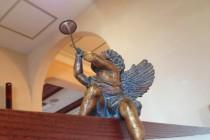 天使の銅像